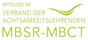 Mitglied im Verband der Achtsamkeitslehrenden MBSR-MBCT und zwei grüne Wellen, das Logo des Verbands