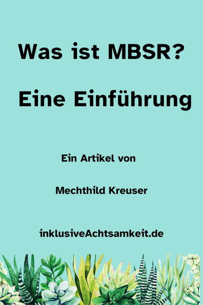 Türkises Poster mit dem Text - Was ist MBSR? Eine Einführung. Ein Artikel von Mechthild Kreuser inklusive Achtsamkeit.de